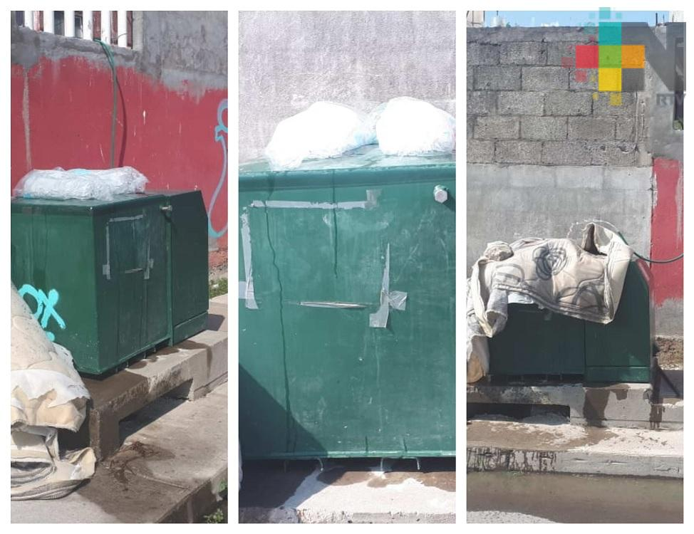 Vecinos colocan hielo para evitar se sobrecaliente transformador de energía eléctrica
