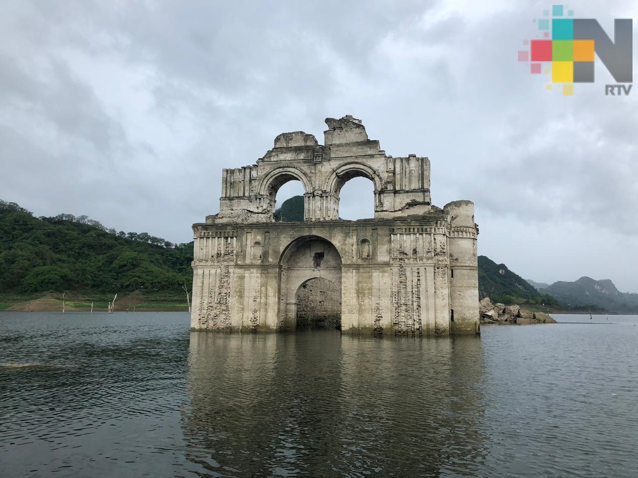 Sequía descubre iglesia dominica en medio del Río Grijalva, en Chiapas