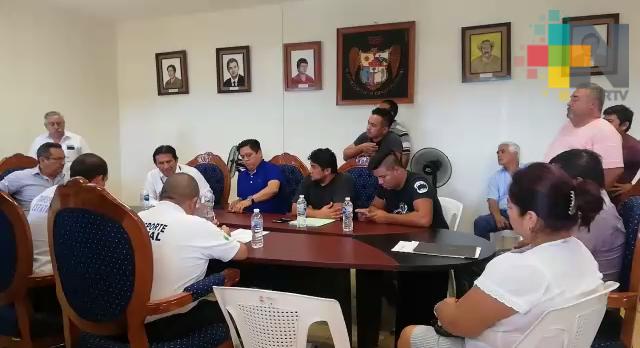 Conflicto entre taxistas generó ordenamiento de transporte público en Amatlán