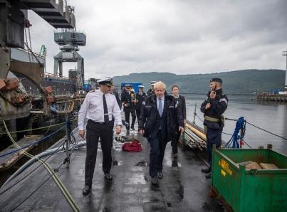 Johnson visita Escocia que rechaza un Brexit sin acuerdo