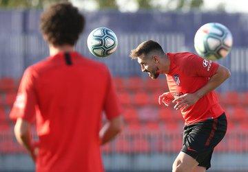 Herrera tiene primer entrenamiento con Atlético de Madrid