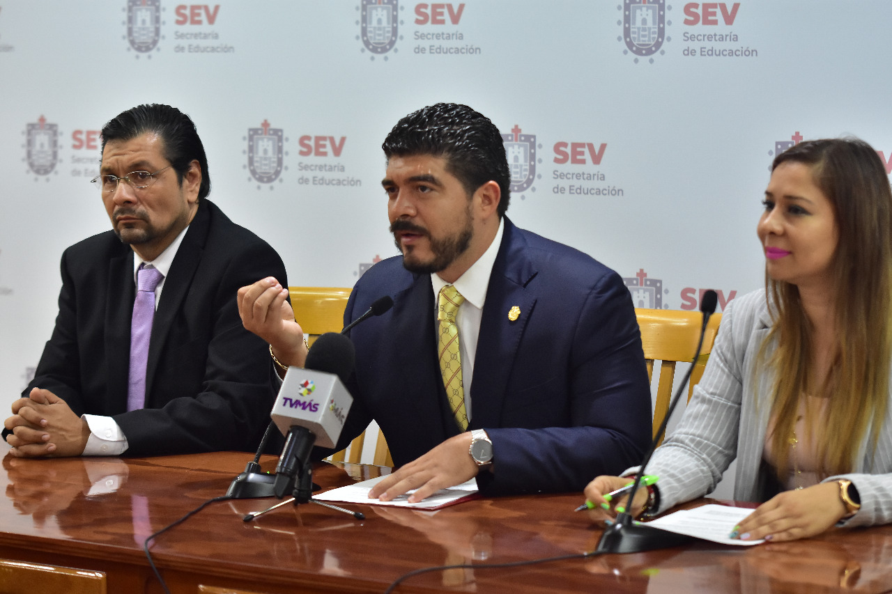 Basificará SEV a más de 8 mil trabajadores y reinstalará a docentes cesados