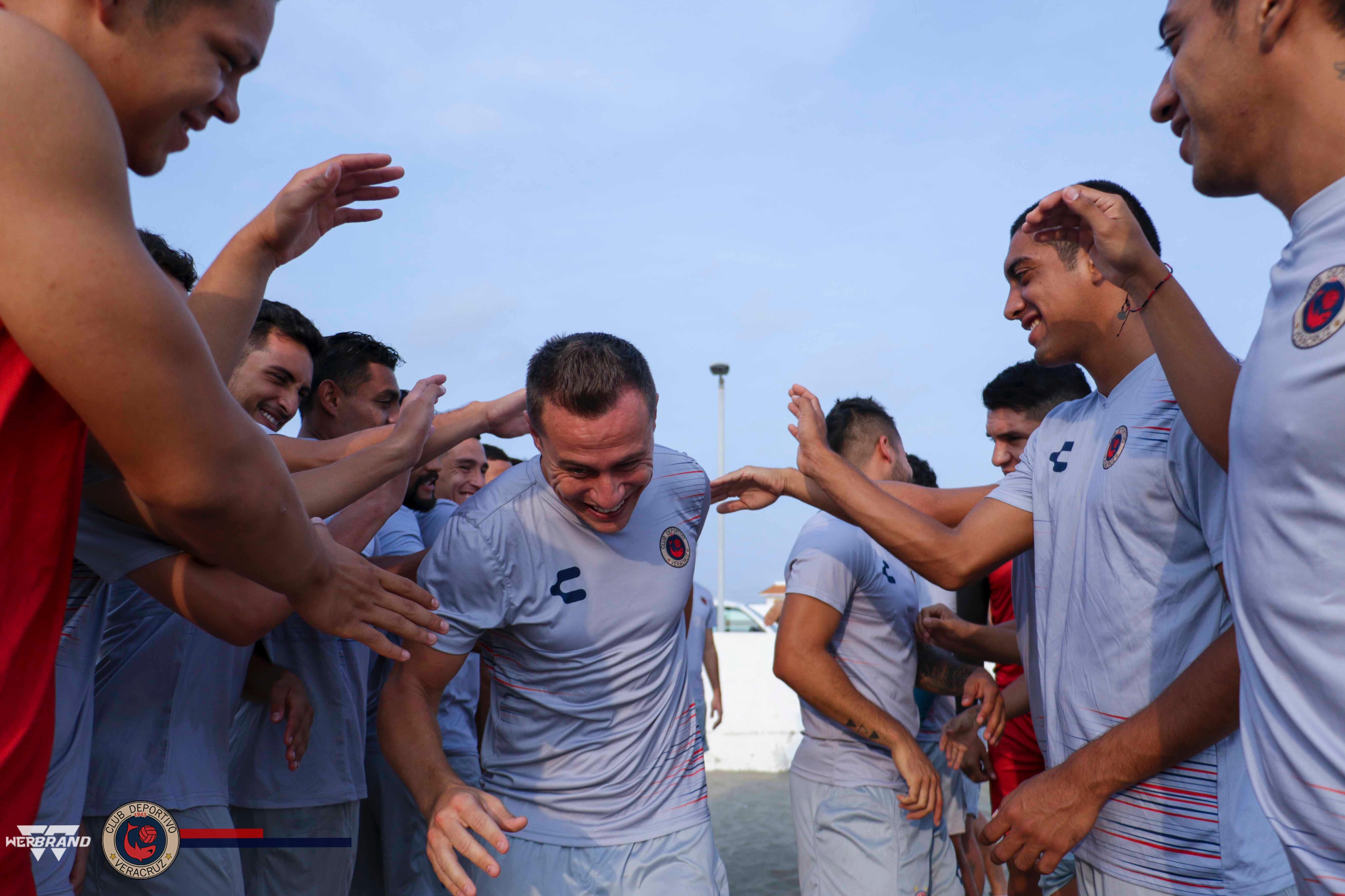 Tiburones Rojos dieron bienvenida al español González