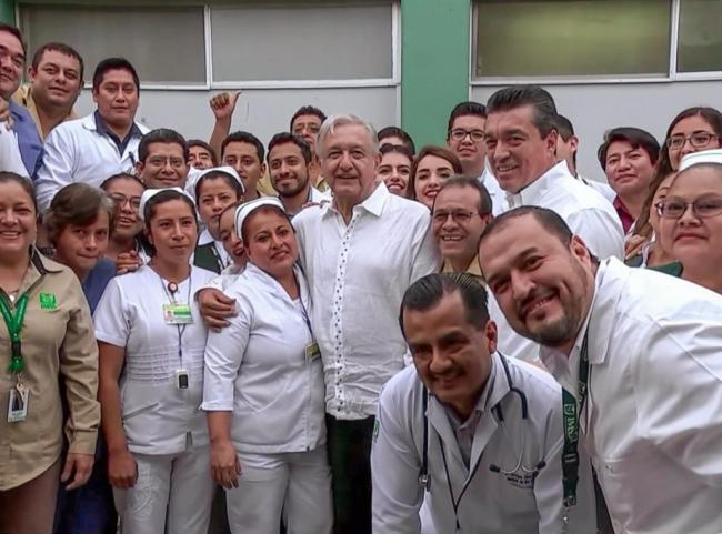 López Obrador recorre hospitales de Zongolica y Coscomatepec