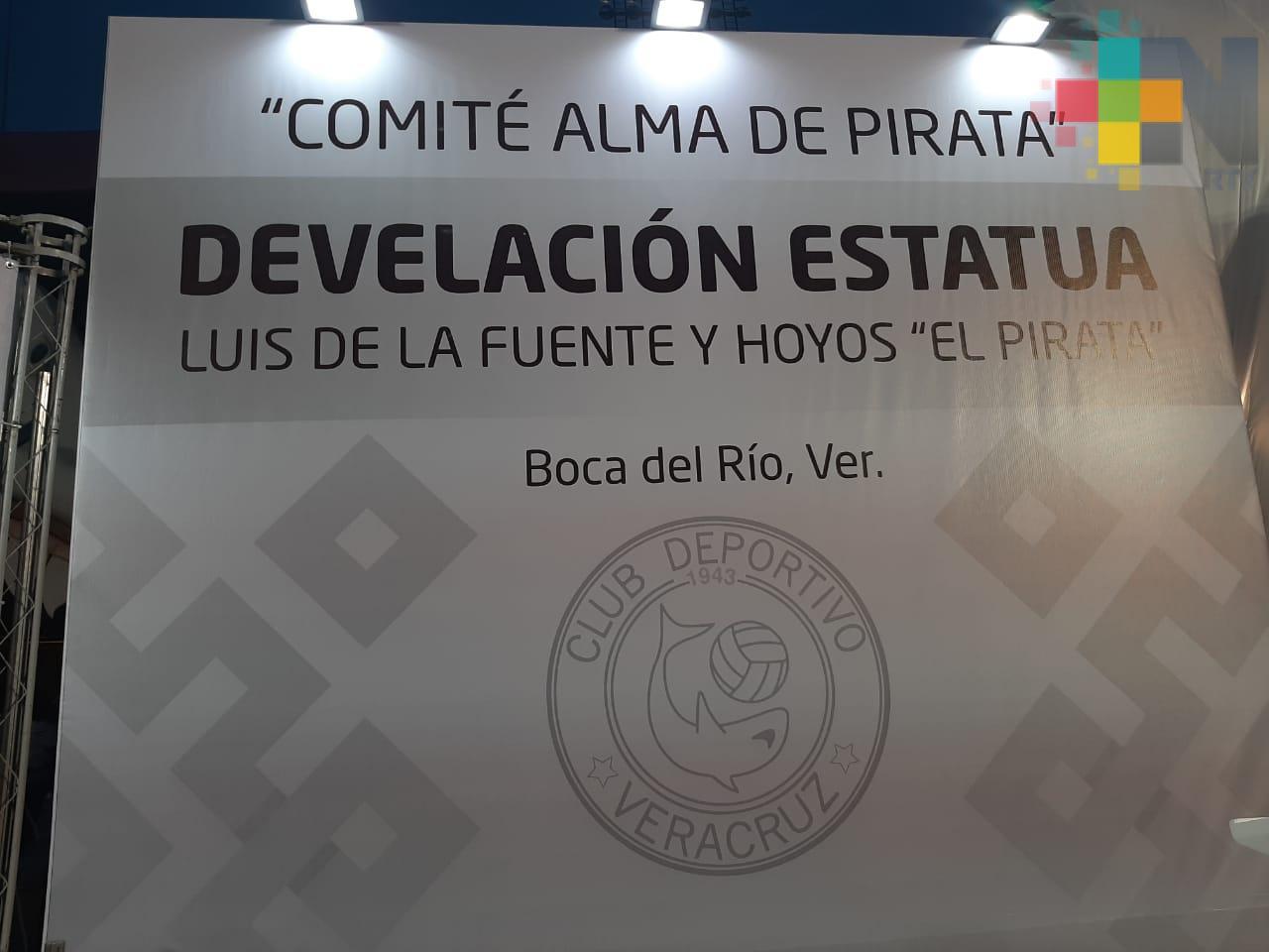 Develan escultura de Luis de la Fuente y Hoyos «El Pirata»