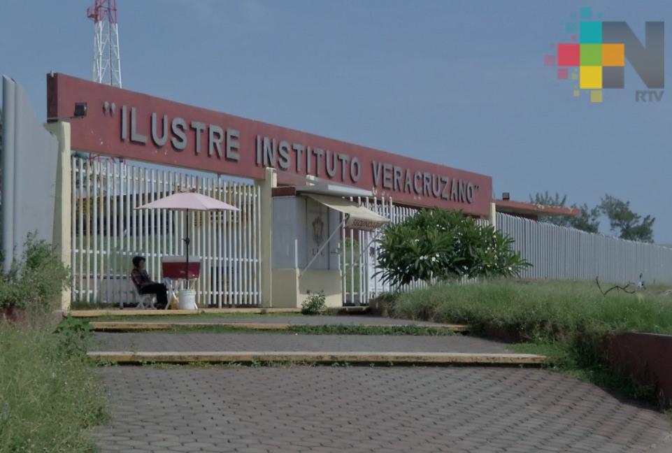Ilustre Instituto Veracruzano necesita urgentemente mantenimiento: Director