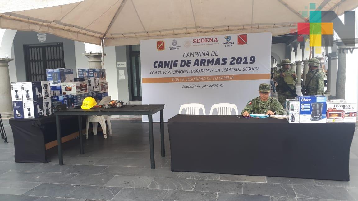 Instala Sedena módulo de canje de armas en zócalo de Veracruz