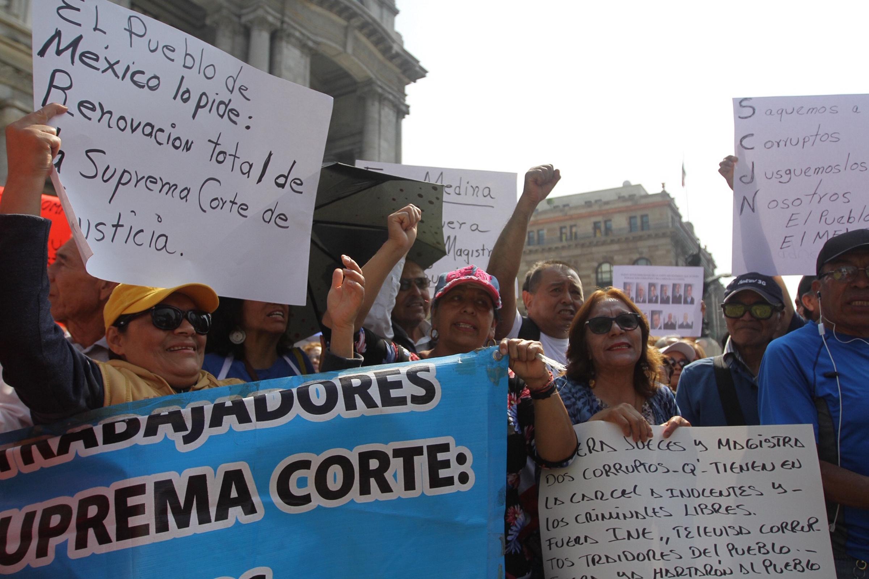 Inicia manifestación frente a la Suprema Corte
