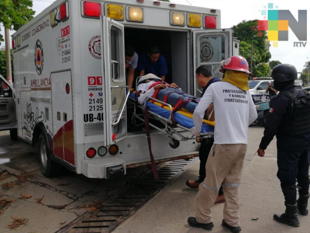 Automóvil impacta a motociclista en avenida de Coatzacoalcos