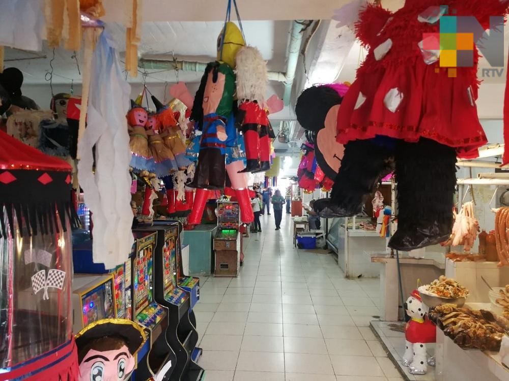 Continúa exhorto a retirar mercancías de pasillos en mercados de Coatzacoalcos