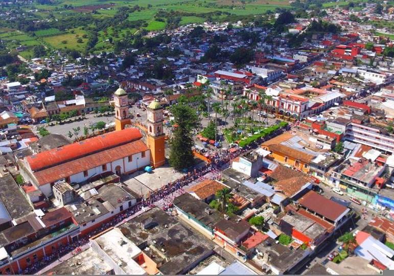 Sanitizan taxis en Coscomatepec