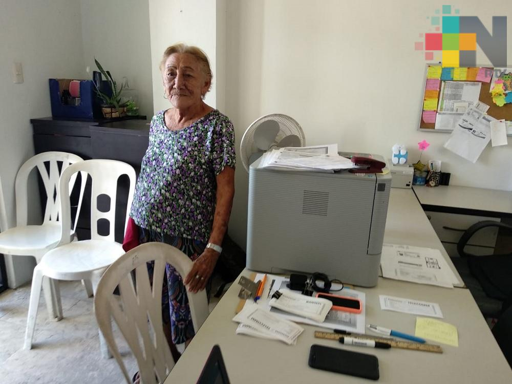 Cumple 90 años y continúa trabajando en ayuntamiento de Coatzacoalcos
