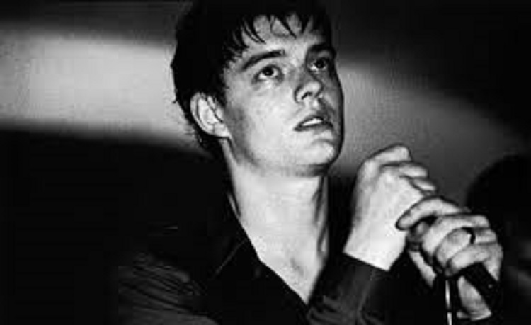 Roban tumba de Ian Curtis