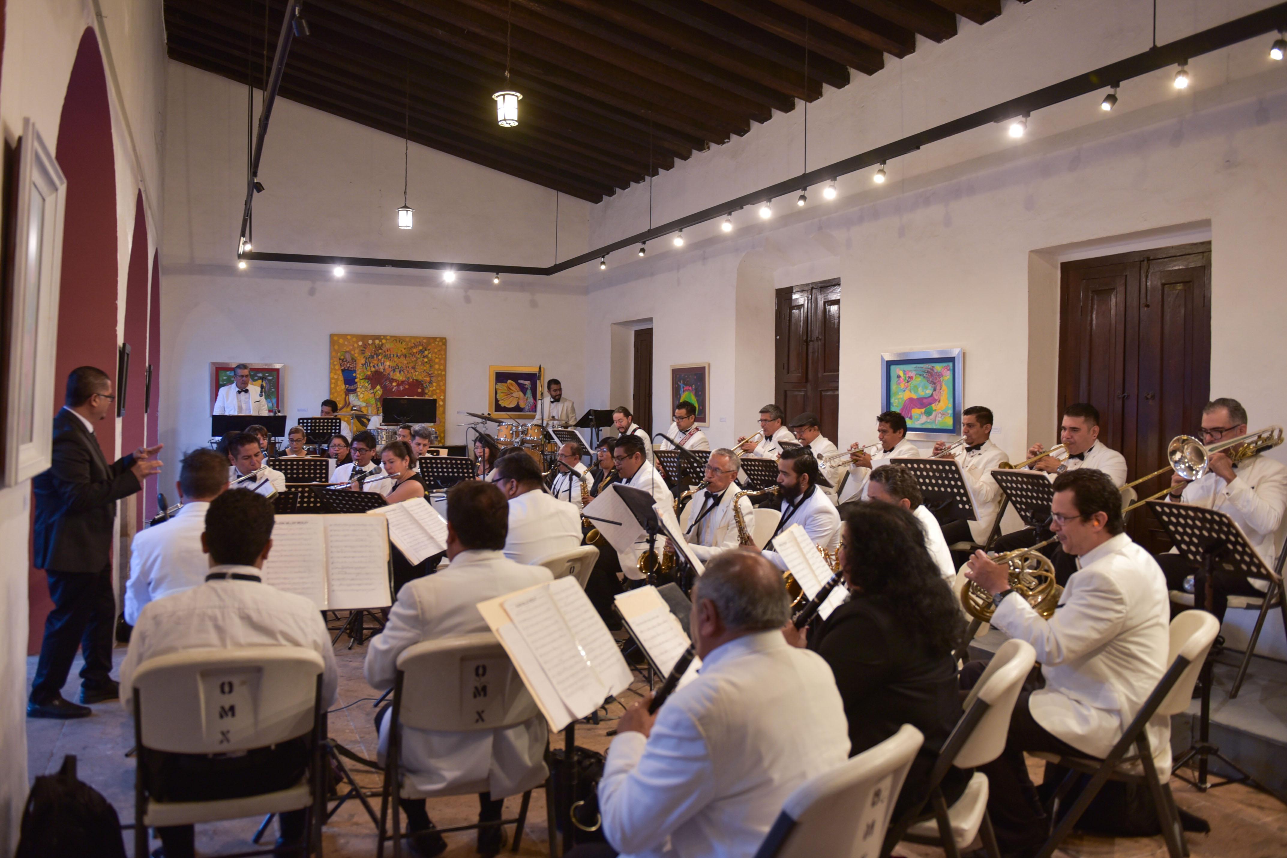 Ofrece Orquesta Municipal concierto Blanco y Negro