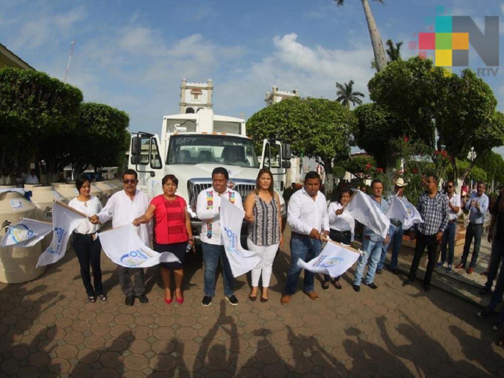Pemex dona camión compactador de basura a municipio de Tres Valles