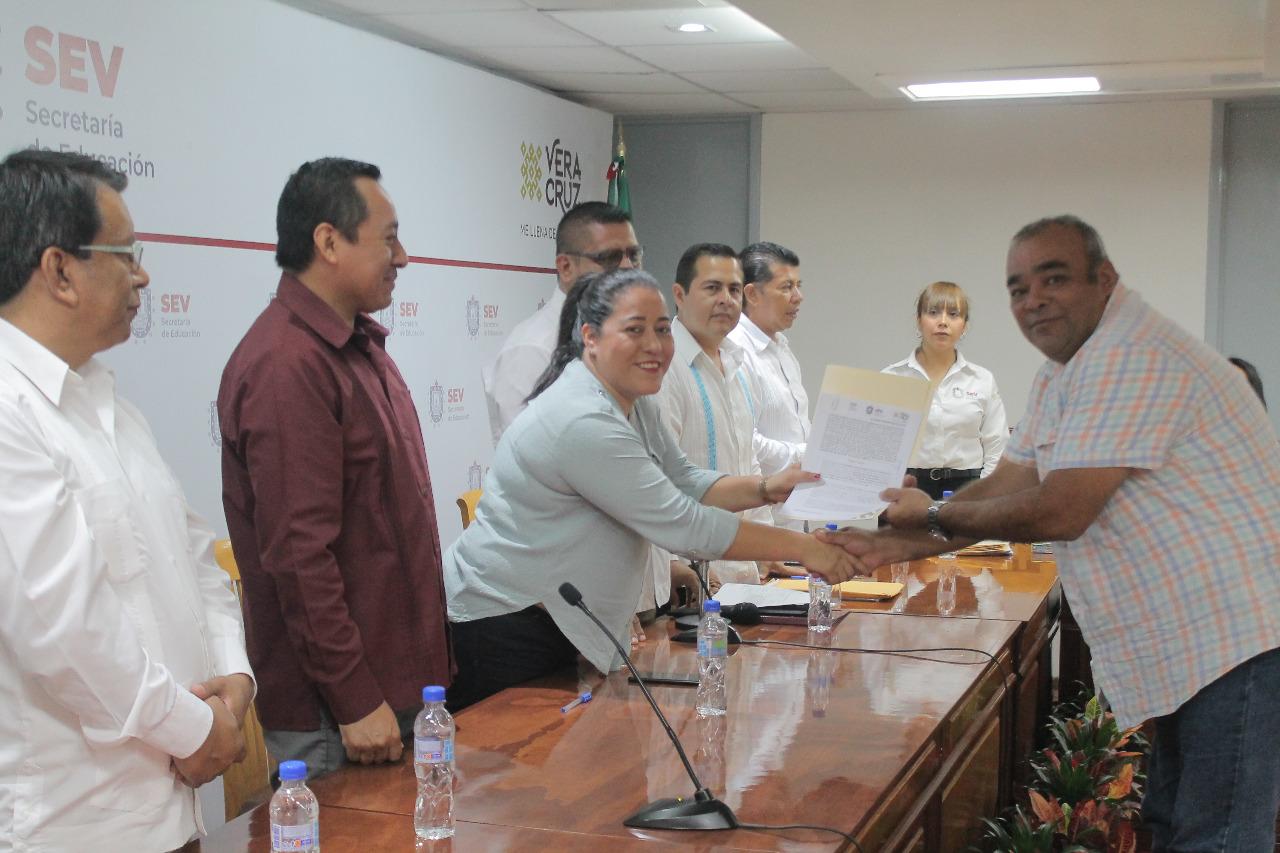 Entregó SEV 35 Acuerdos de Autorización y RVOE a escuelas de Educación Básica