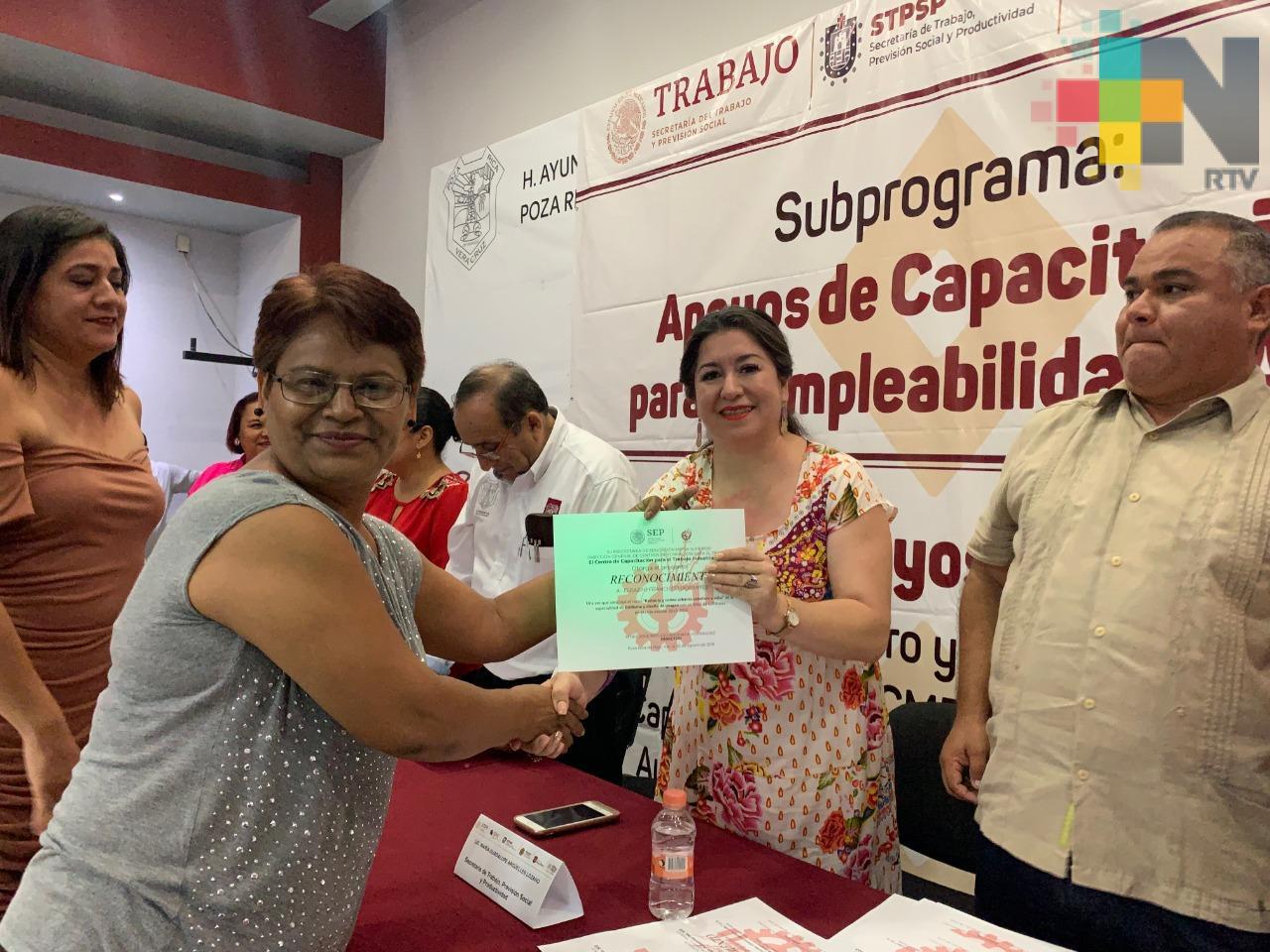 Entrega Secretaría de Trabajo más de 600 mil pesos a 160 microempresas, en Córdoba y Poza Rica