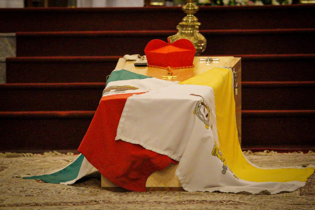 Como él lo pidió: el cuerpo del Cardenal Sergio Obeso, permanece en el suelo de la Catedral de Xalapa