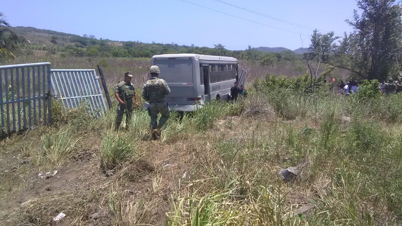 Se accidenta transporte de la Armada de México; lesionados leves