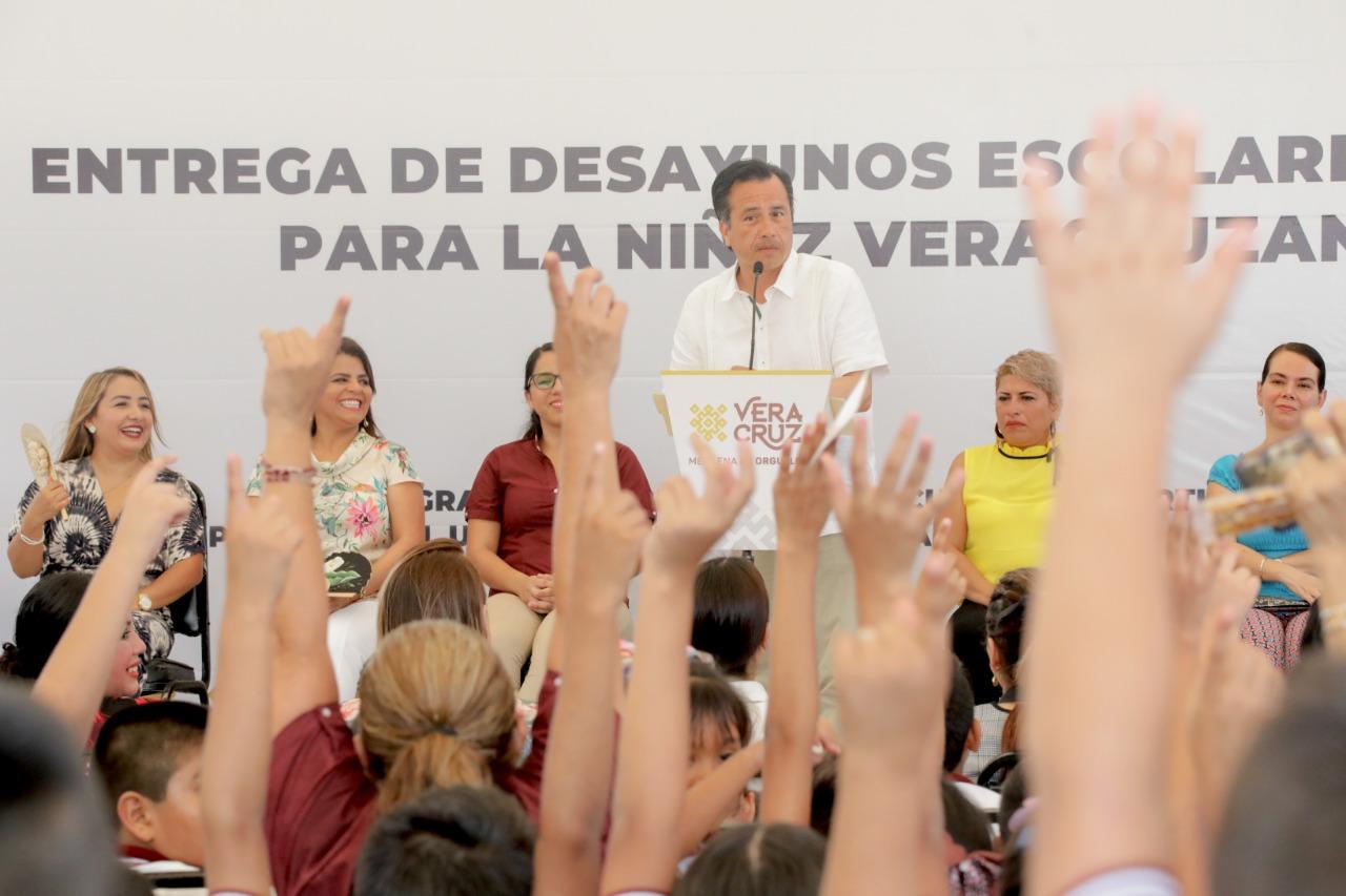Gobernador Cuitláhuac García incrementa número de niños beneficiados con desayunos escolares