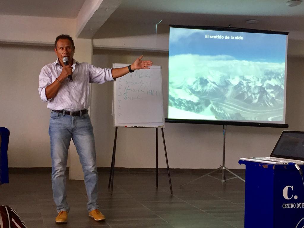 Buscará Jorge Salazar escalar montaña en Nepal