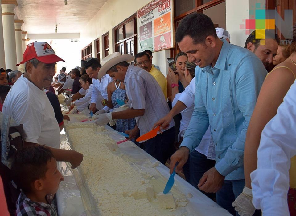 Tlalixcoyan rompe récord con el queso fresco más grande de México