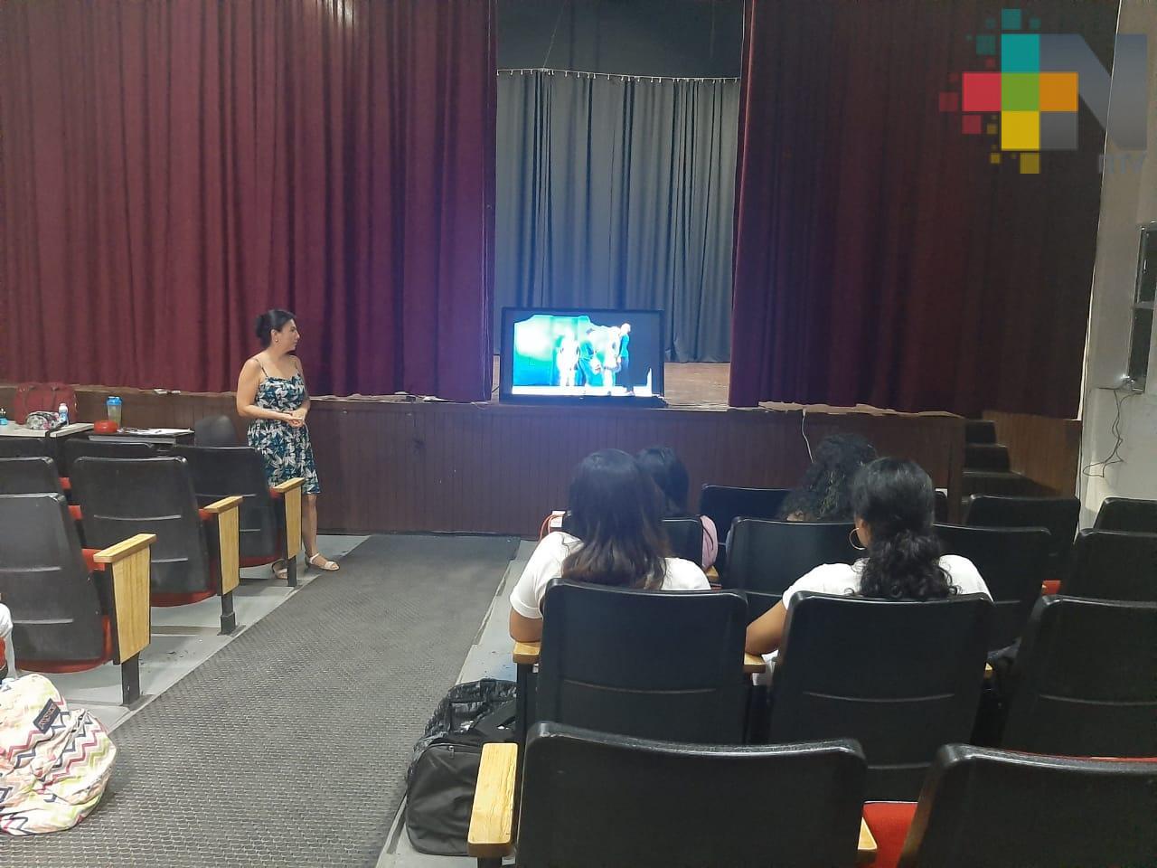 UV abre taller libre de teatro en región Veracruz