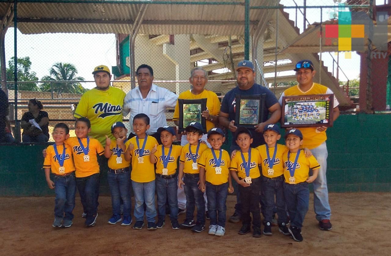 Selección de béisbol  3-4 años de Minatitlán es subcampeona del torneo nacional de ligas
