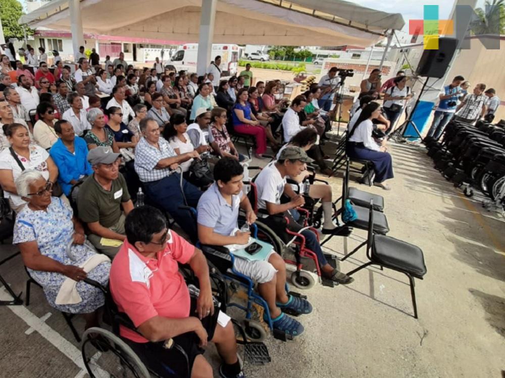 DIF estatal trabaja en erradicar discriminación laboral; entrega 2,500 apoyos funcionales