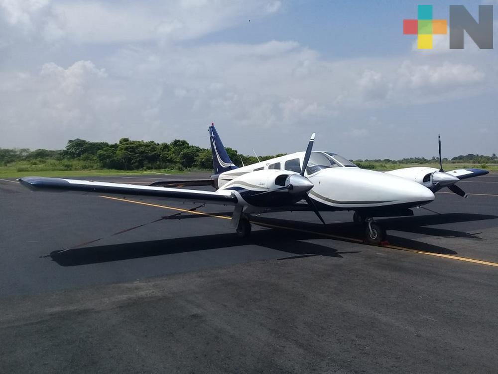 Aterriza de emergencia avioneta en Minatitlán