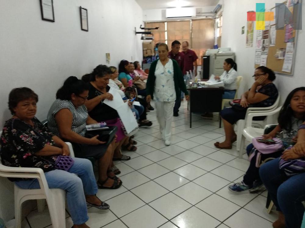 Especialista exhorta a población a no caer en alarma por síntomas similares a los del dengue