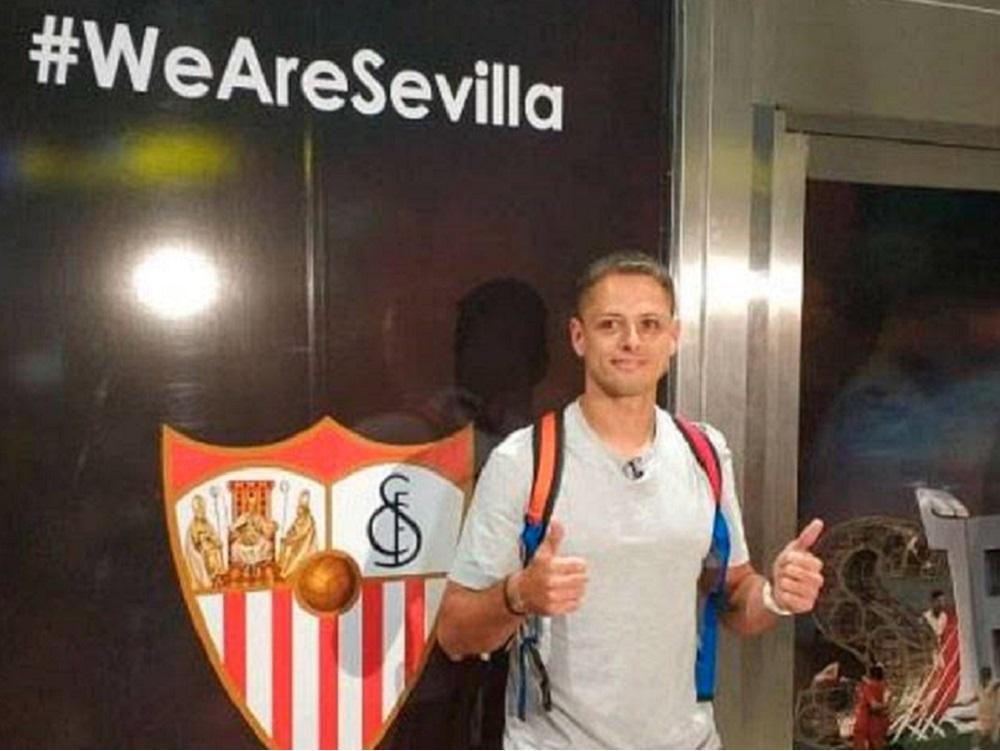 """""""Chicharito"""" aterriza en suelo andaluz para formalizar su pase a Sevilla"""