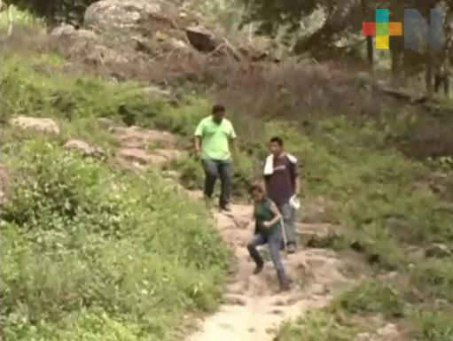 Comunidades del municipio  de Ilamatlán esperan habilitación de caminos rurales