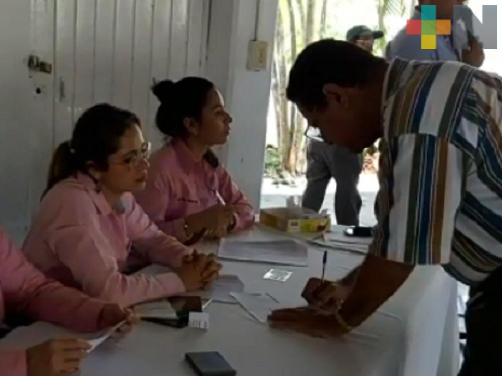DIF de Tuxpan entrega tarjetas del INAPAM