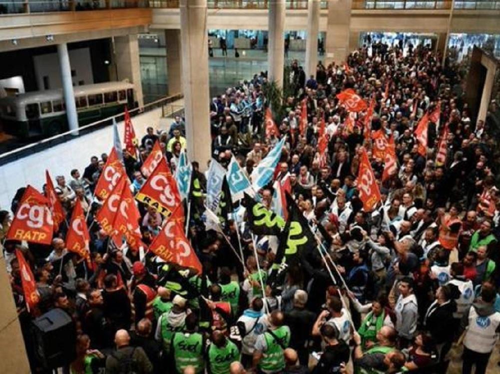 Huelga masiva del transporte público colapsa París