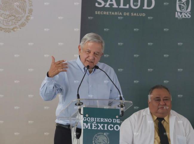 Salud estaba peor que educación con Peña Nieto, afirma López Obrador