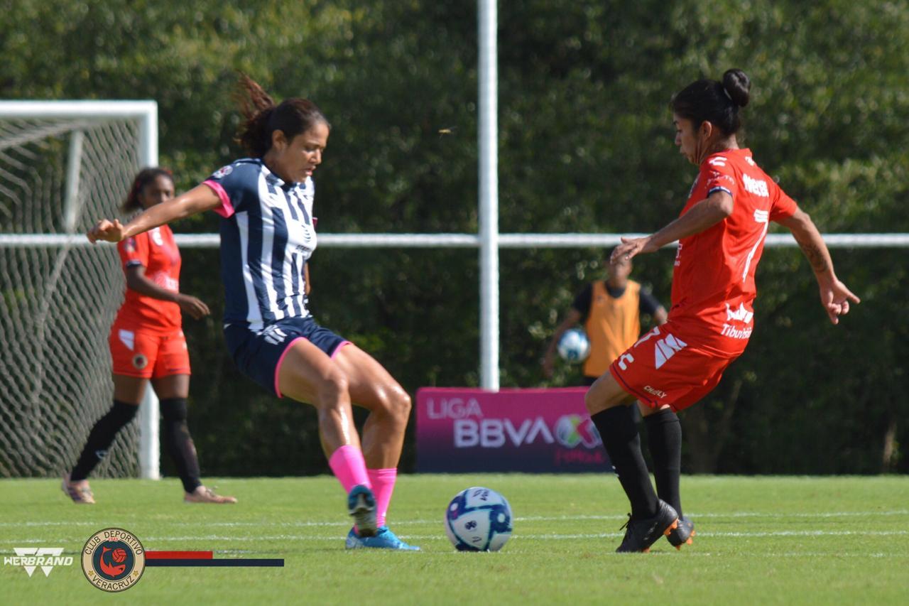 Rayadas de Monterrey golea a Tiburonas Rojas