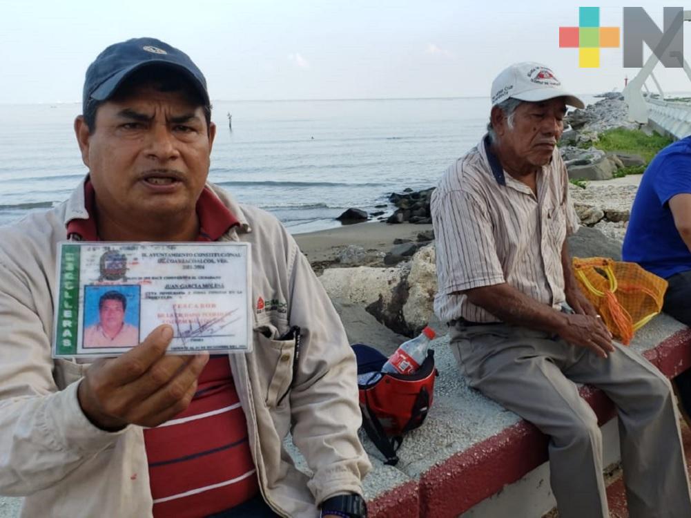 Pescadores de Coatzacoalcos inconformes, obstrucción a las escolleras les impide realizar su trabajo