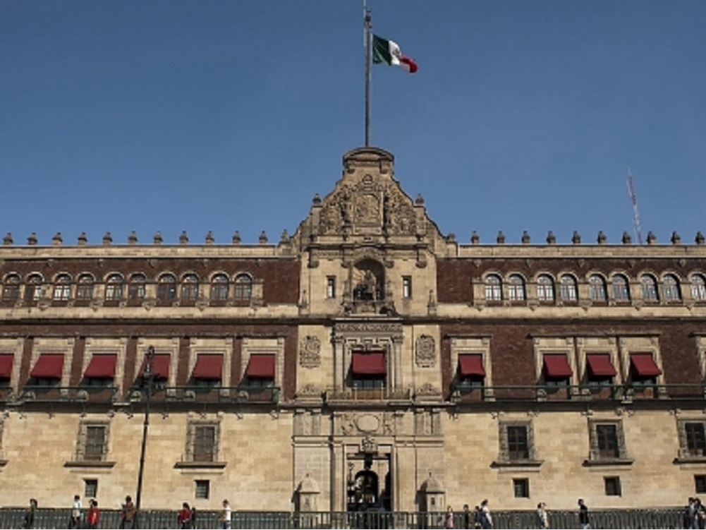 Legisladores se reúnen con López Obrador en Palacio Nacional