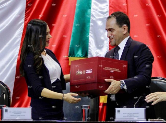 Secretario de Hacienda entrega paquete económico 2020 a diputados