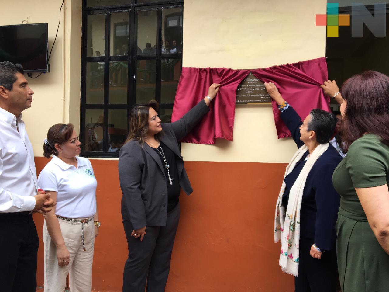 Conmemoran décimo aniversario de Escuela de Bachilleres Constitución