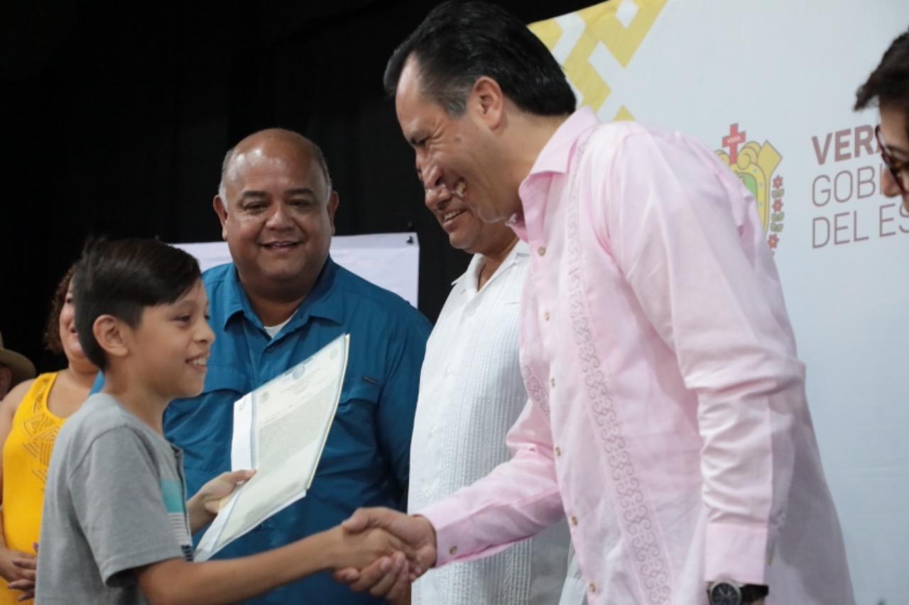 Encabezó el gobernador Cuitláhuac García entrega de actas de nacimiento en Tierra Blanca