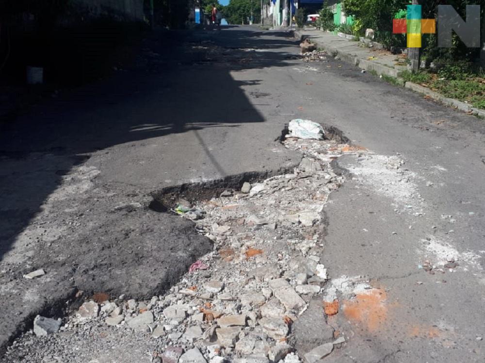 Taxistas piden a las autoridades reparen avenida del municipio de Veracruz