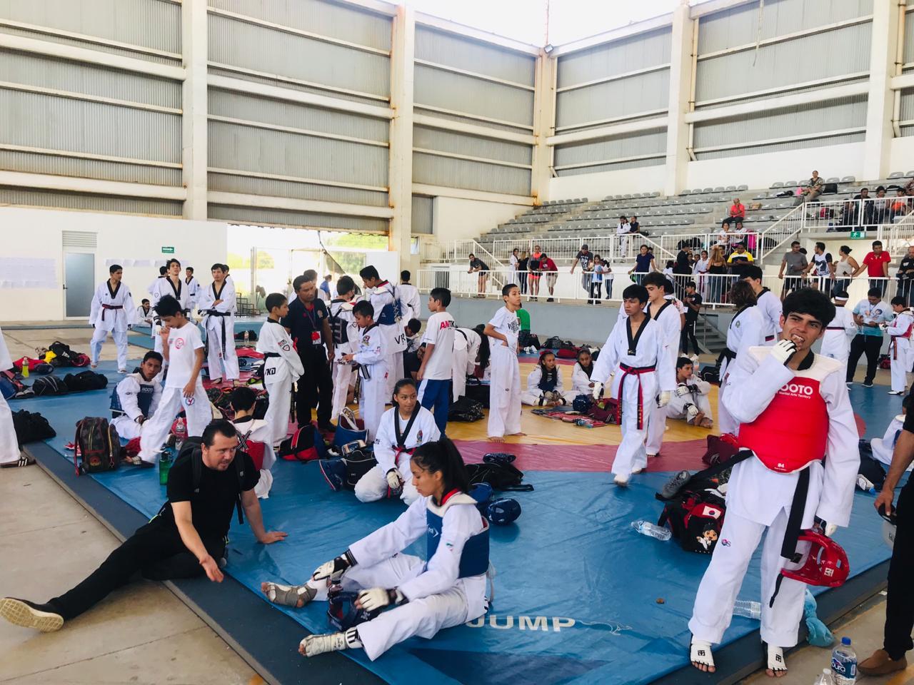Dan seguimiento a taekwondoines medallistas