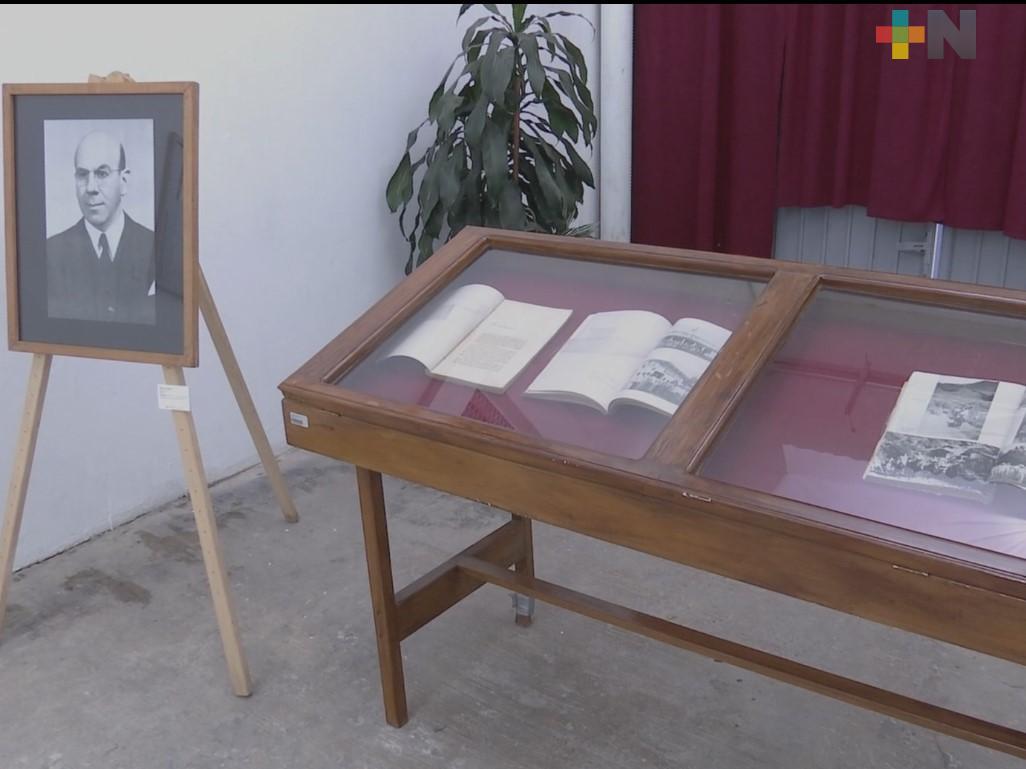 Entregan su acervo personal del exgobernador Ángel Carvajal al Archivo General del Estado de Veracruz