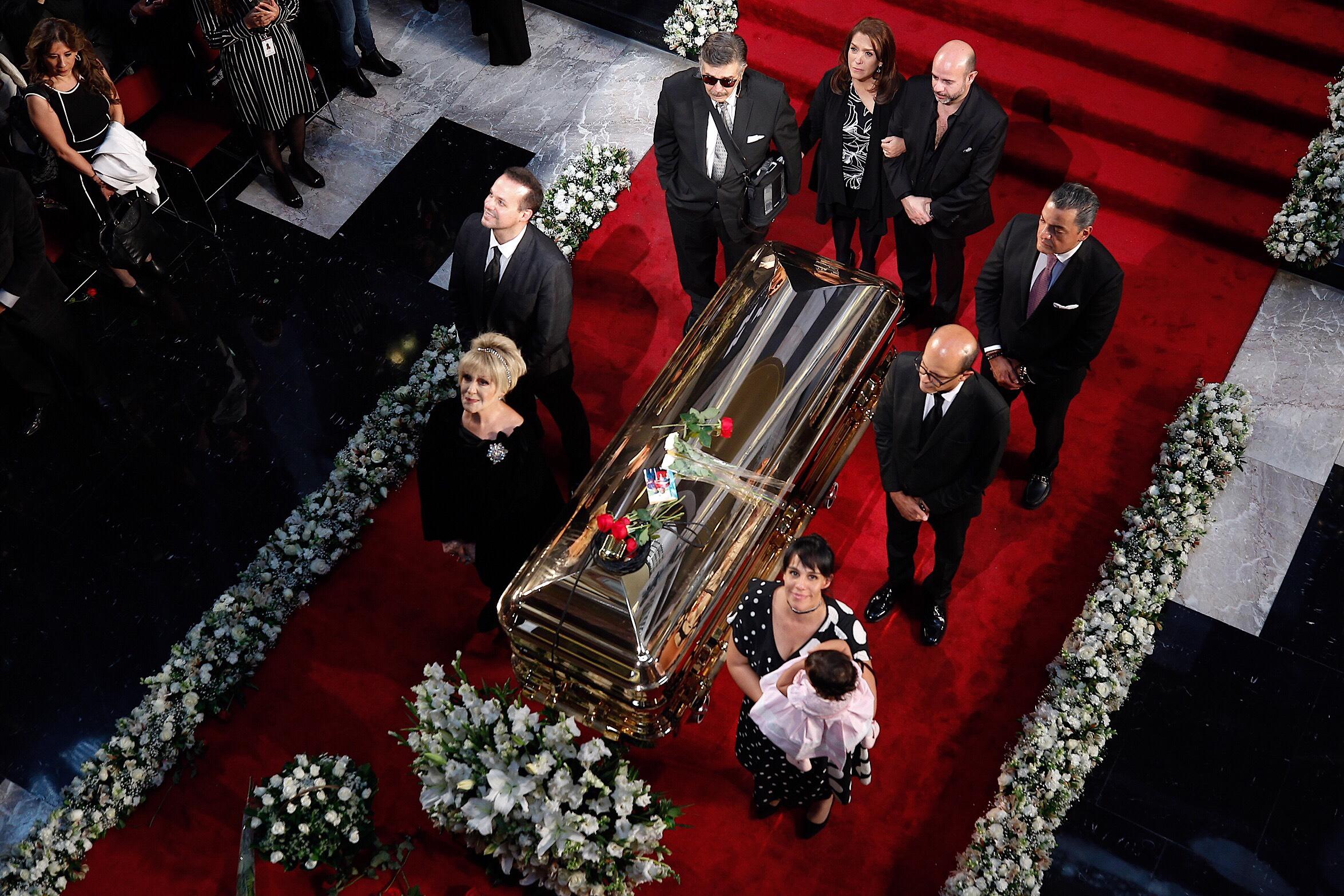 Dan último adiós al «Príncipe de la Canción» en Bellas Artes