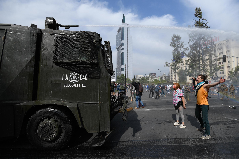 Decretan toque de queda en Región Metropolitana de Chile