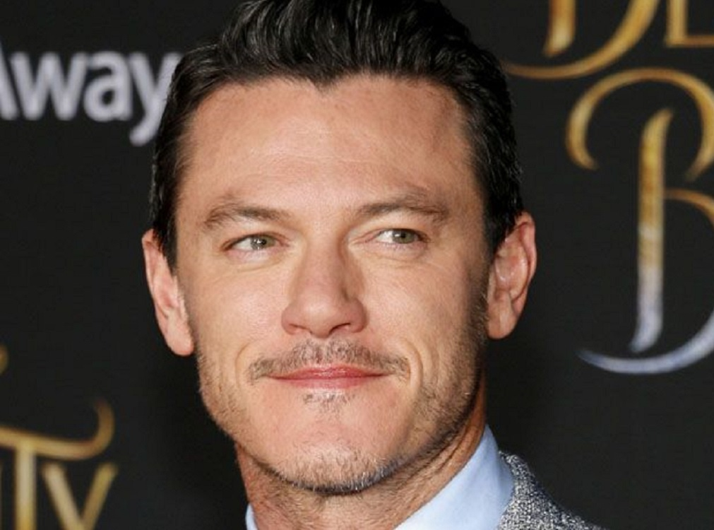 Actor Luke Evans lanza álbum debut de covers