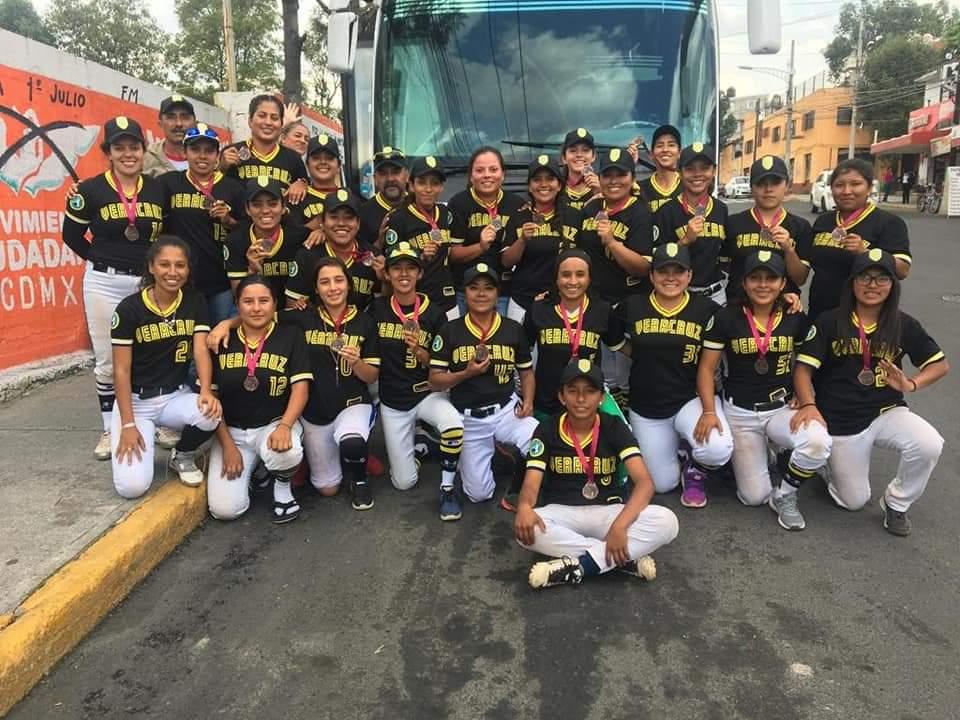 IVD apoya a selección veracruzana de beisbol femenil