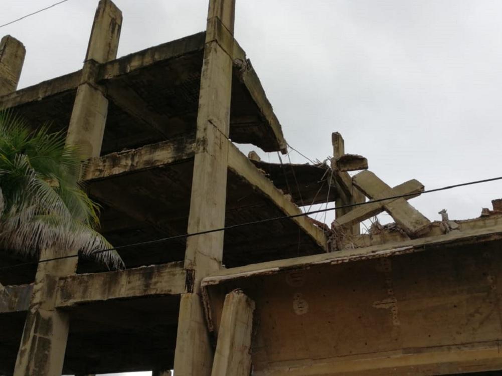 Por inestabilidad, gobierno de Coatzacoalcos demolerá edificio colapsado
